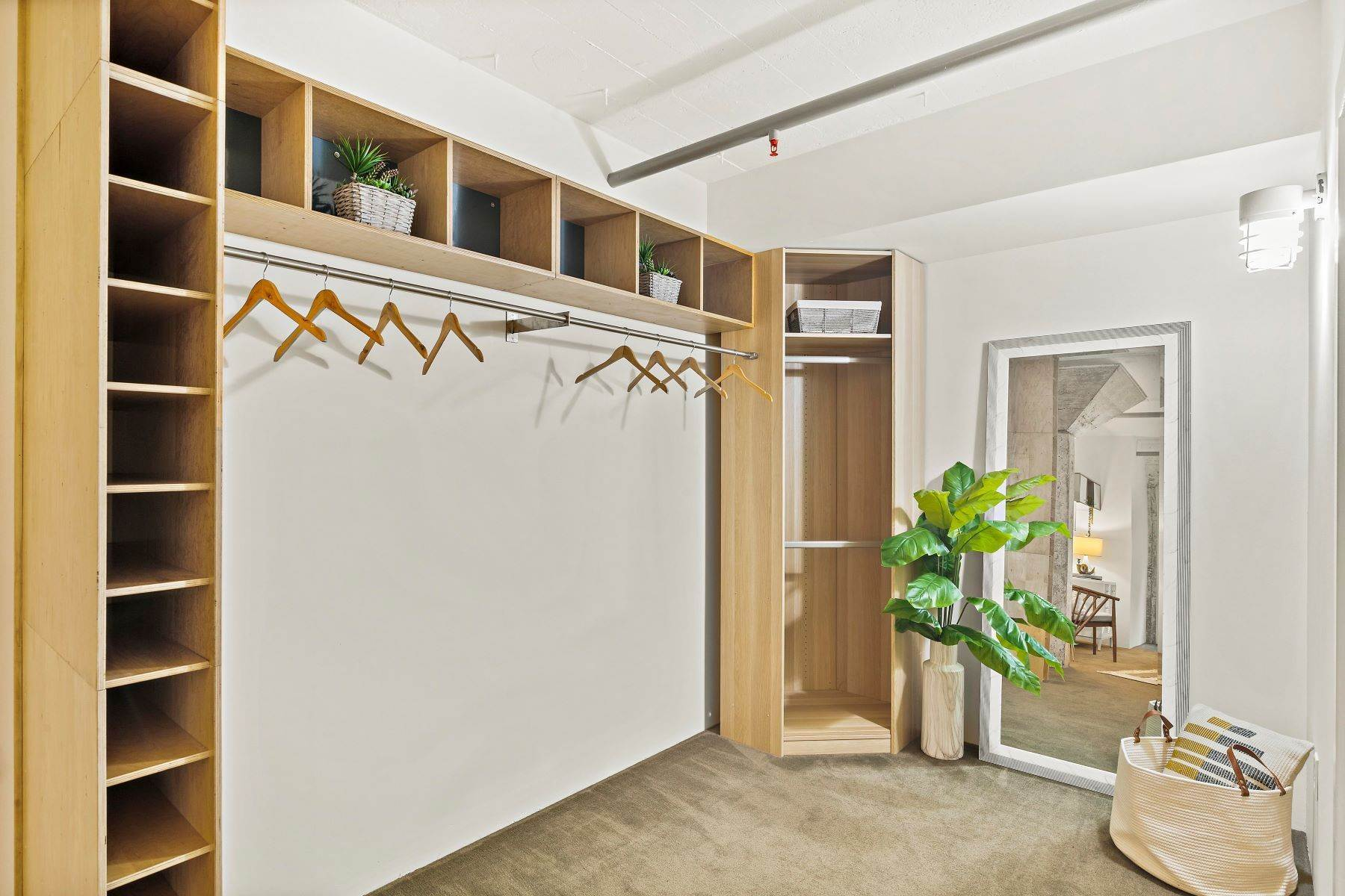 15. Condominiums for Sale at Beautifully Redesigned Rare Grove Loft 1225 Pine Street Oakland, California 94607 United States