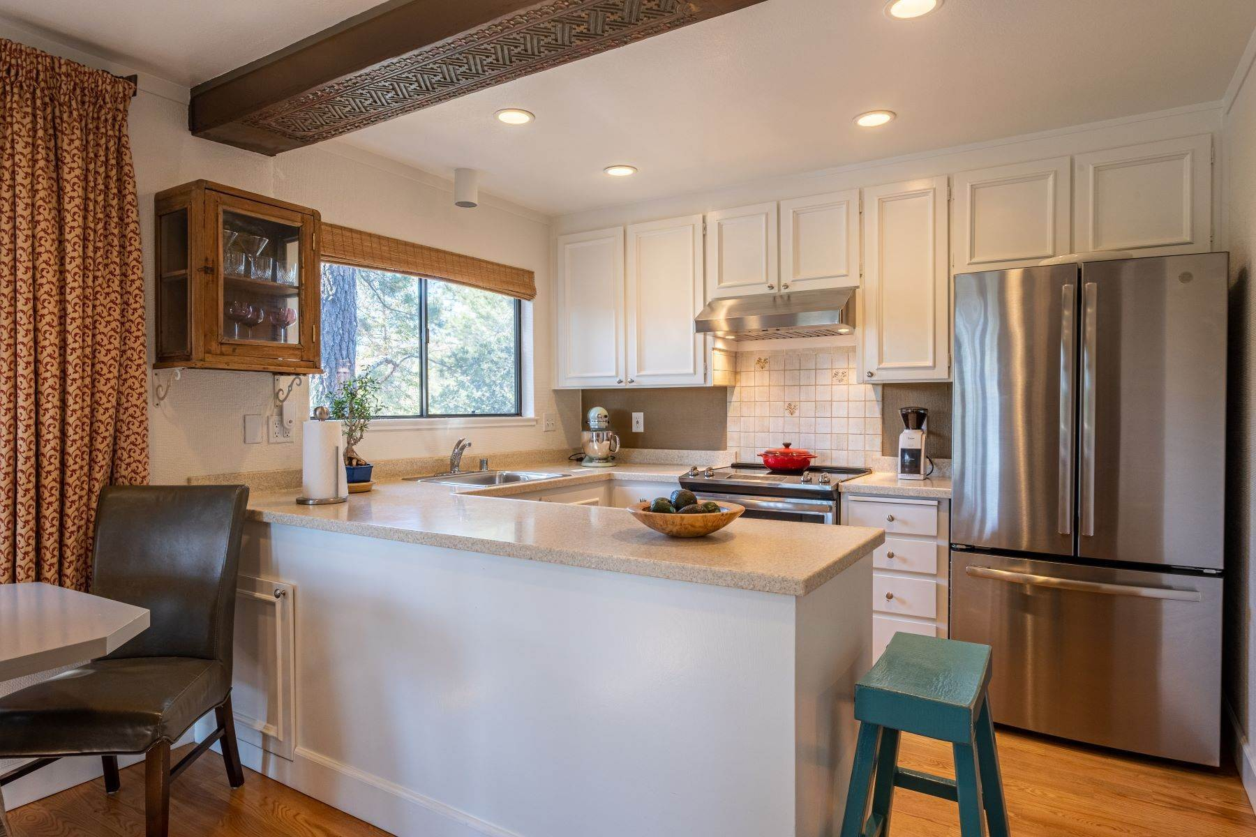 11. Condominiums for Sale at Luxury Townhome with Elevator 130 El Condor Court San Rafael, California 94903 United States