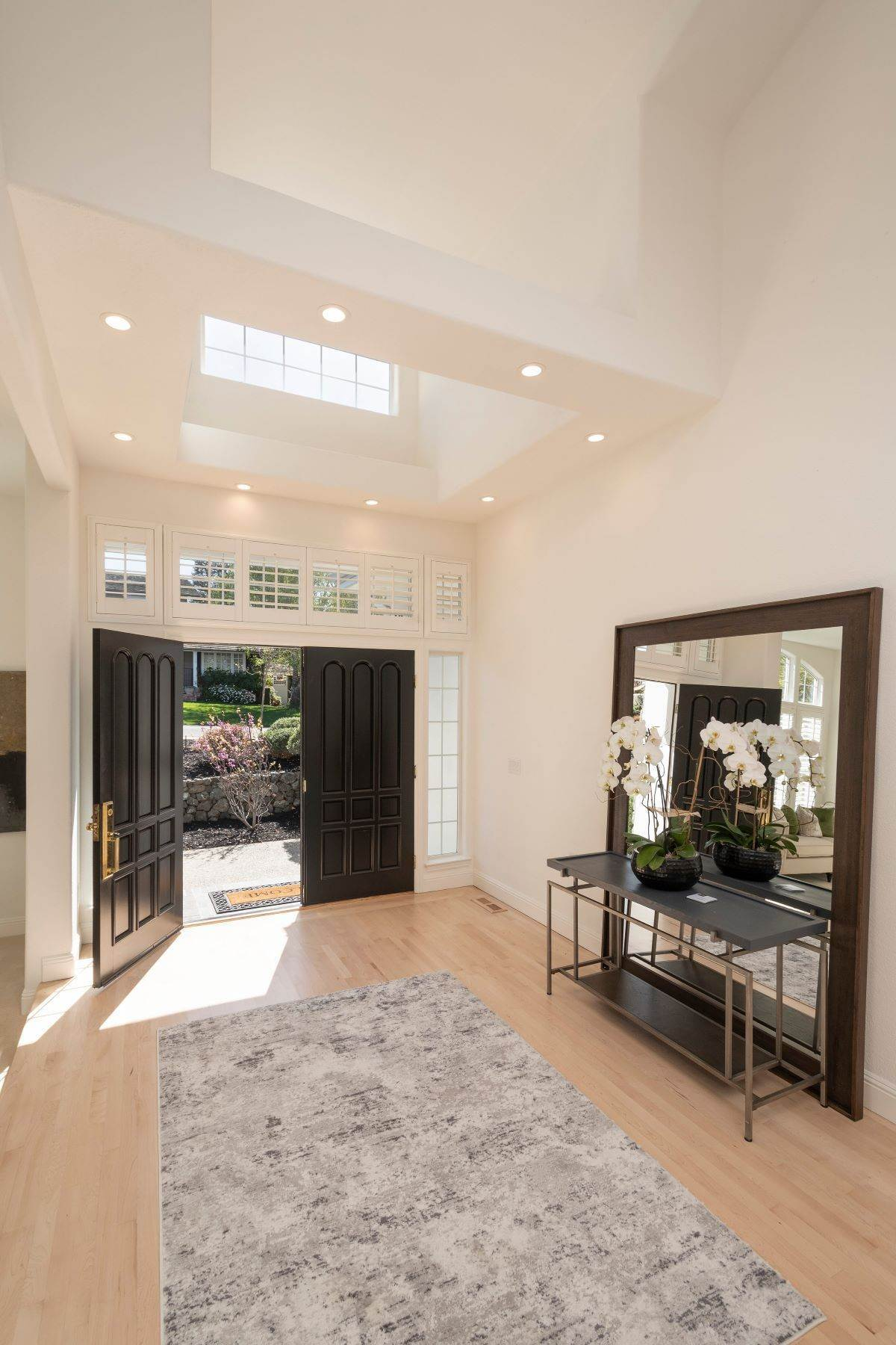 5. Single Family Homes for Sale at Stunning Home in Prestigious San Carlos Neighborhood 1332 Pebble Drive San Carlos, California 94070 United States