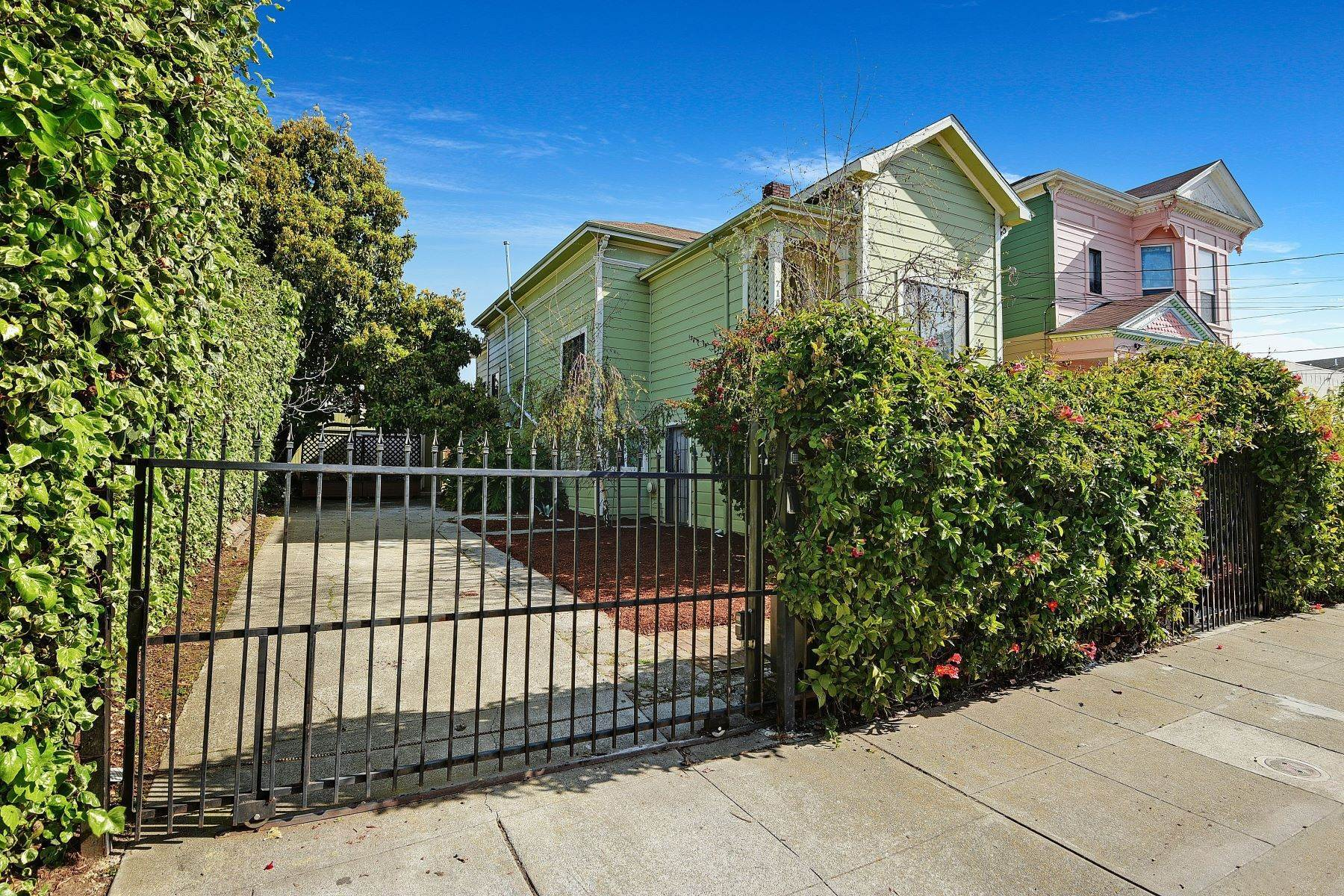 4. Single Family Homes for Sale at Turnkey Victorian with Endless Potential 710 24th Street Oakland, California 94612 United States