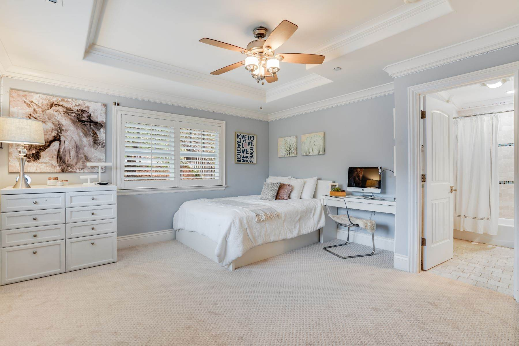 27. Single Family Homes for Sale at Exquisite Home in Excellent San Carlos Location 38 Pine Avenue San Carlos, California 94070 United States