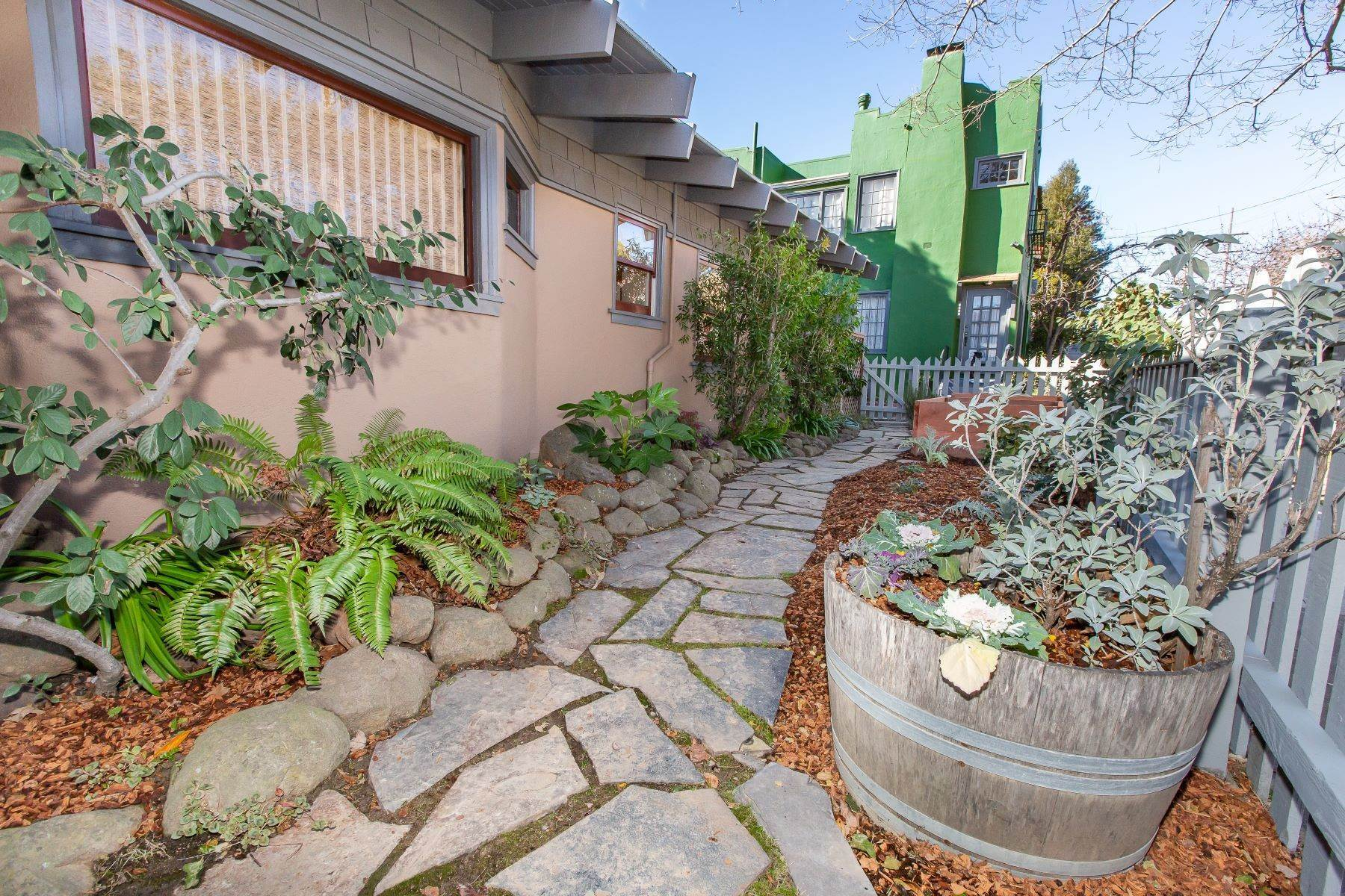 3. Single Family Homes for Sale at Glenview Arts & Crafts Treasure 3763 Woodruff Avenue Oakland, California 94602 United States