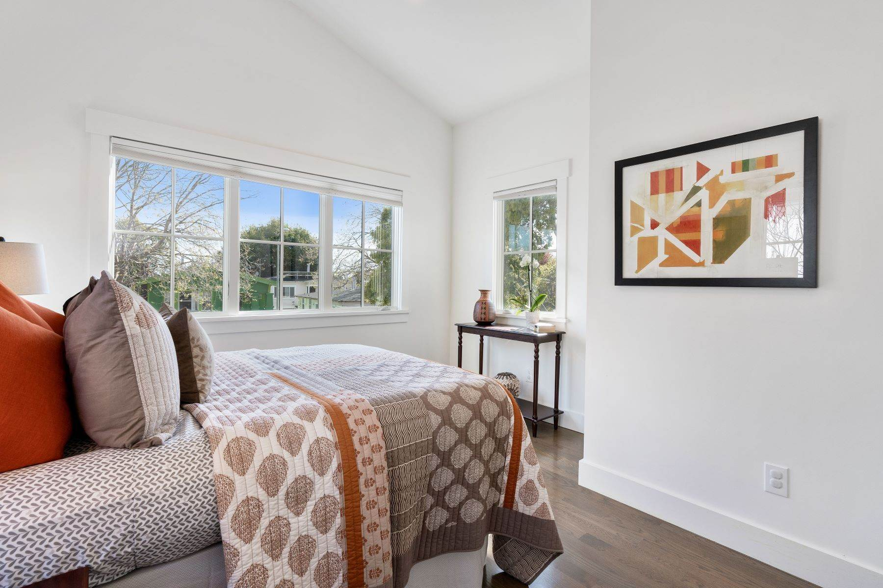 28. Single Family Homes for Sale at Modern Meets Comfort 888 59th Street Oakland, California 94608 United States