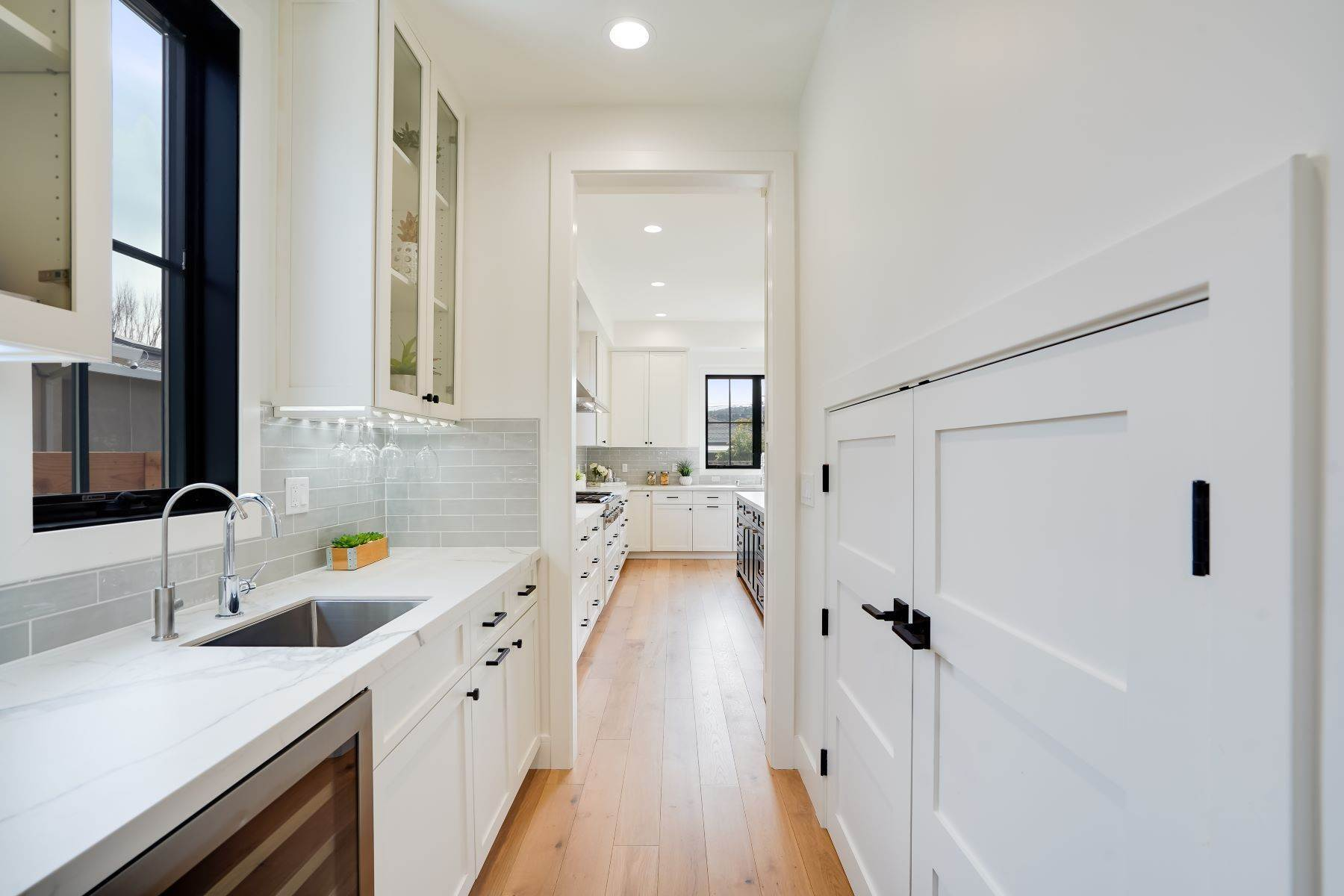 22. Single Family Homes for Sale at Modern Farmhouse in Coveted Mount Carmel 538 Quartz Street Redwood City, California 94062 United States