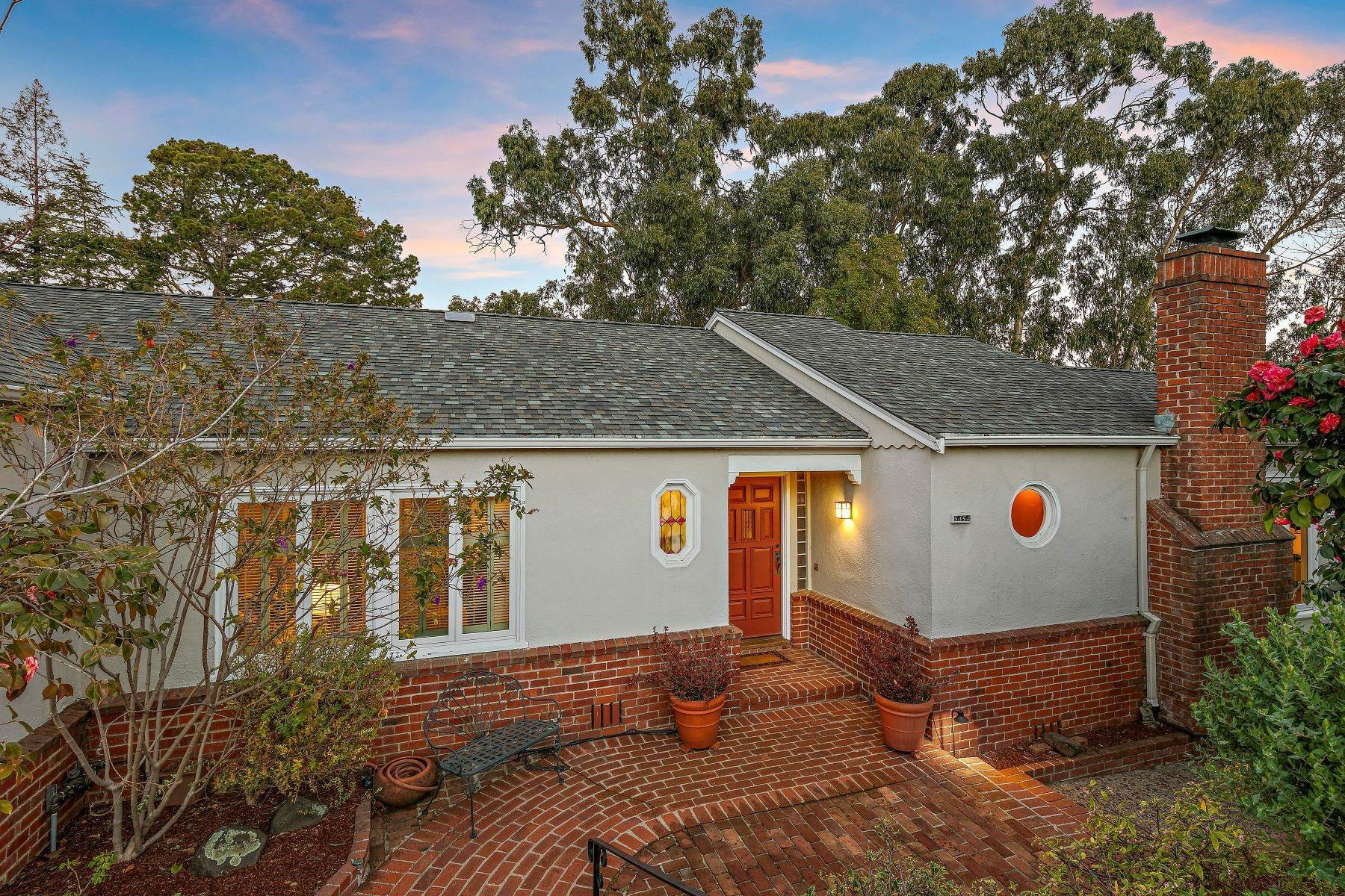 2. Single Family Homes for Sale at Updated Upper Rockridge Traditional 5454 Hilltop Crescent Oakland, California 94618 United States