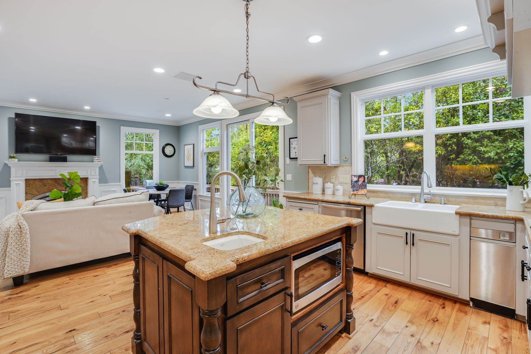 20. Single Family Homes for Sale at Exquisite Home in Excellent San Carlos Location 38 Pine Avenue San Carlos, California 94070 United States