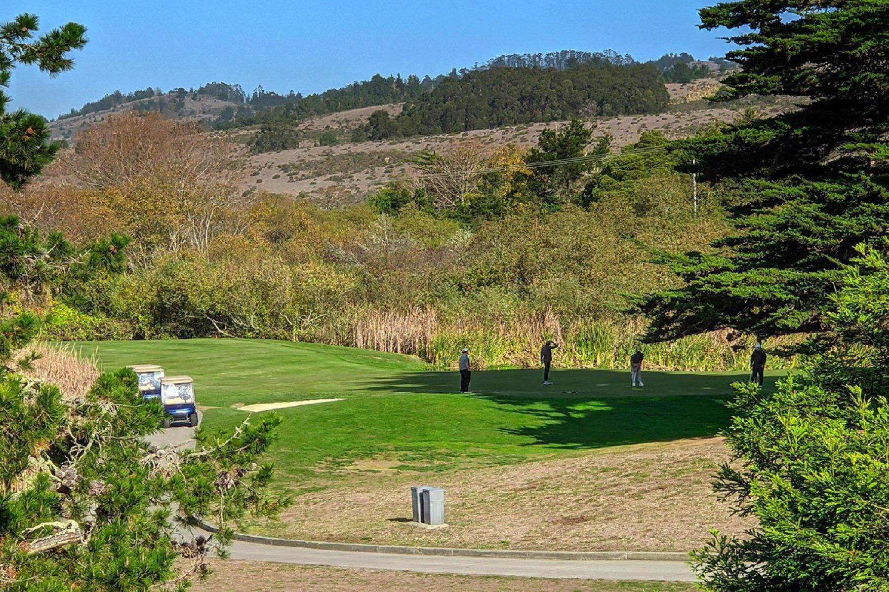 26. Single Family Homes for Sale at Grand Estate Half Moon Bay 2171 Bayhill Court Half Moon Bay, California 94019 United States