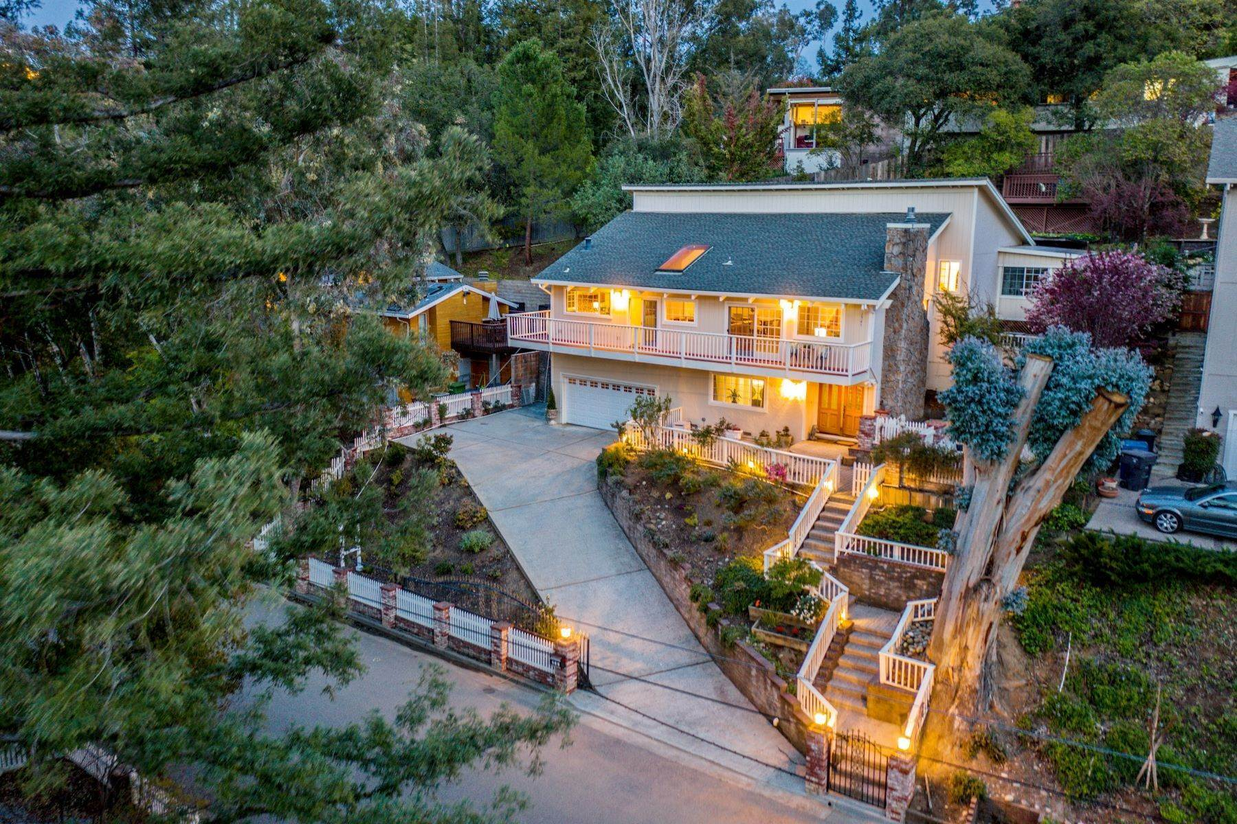 Single Family Homes für Verkauf beim Views, Close To Downtown Los Gatos, This Home Has It All! 231 Jones Road Los Gatos, Kalifornien 95030 Vereinigte Staaten
