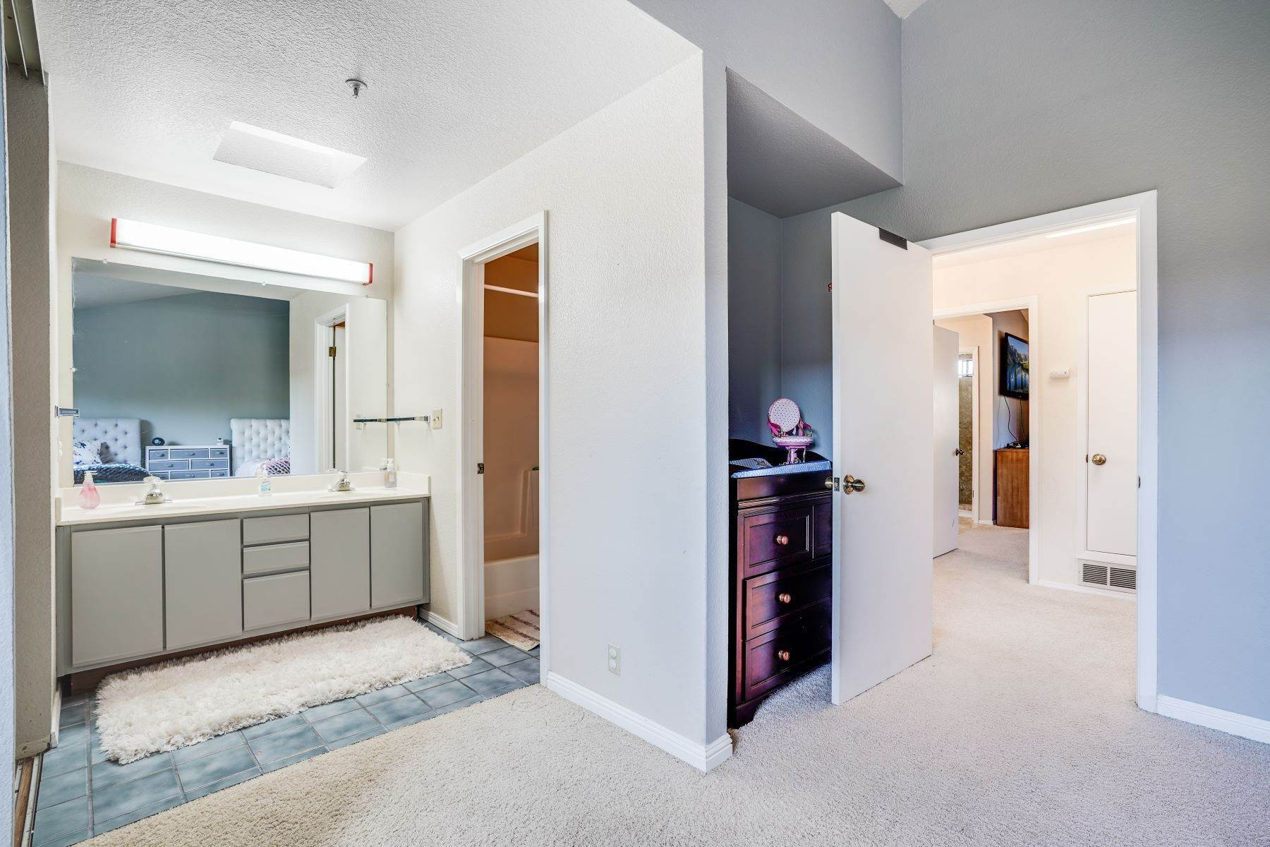 20. townhouses for Sale at Contemporary Townhome with Excellent Mid-Peninsula Location 126 Albacore Lane Foster City, California 94404 United States