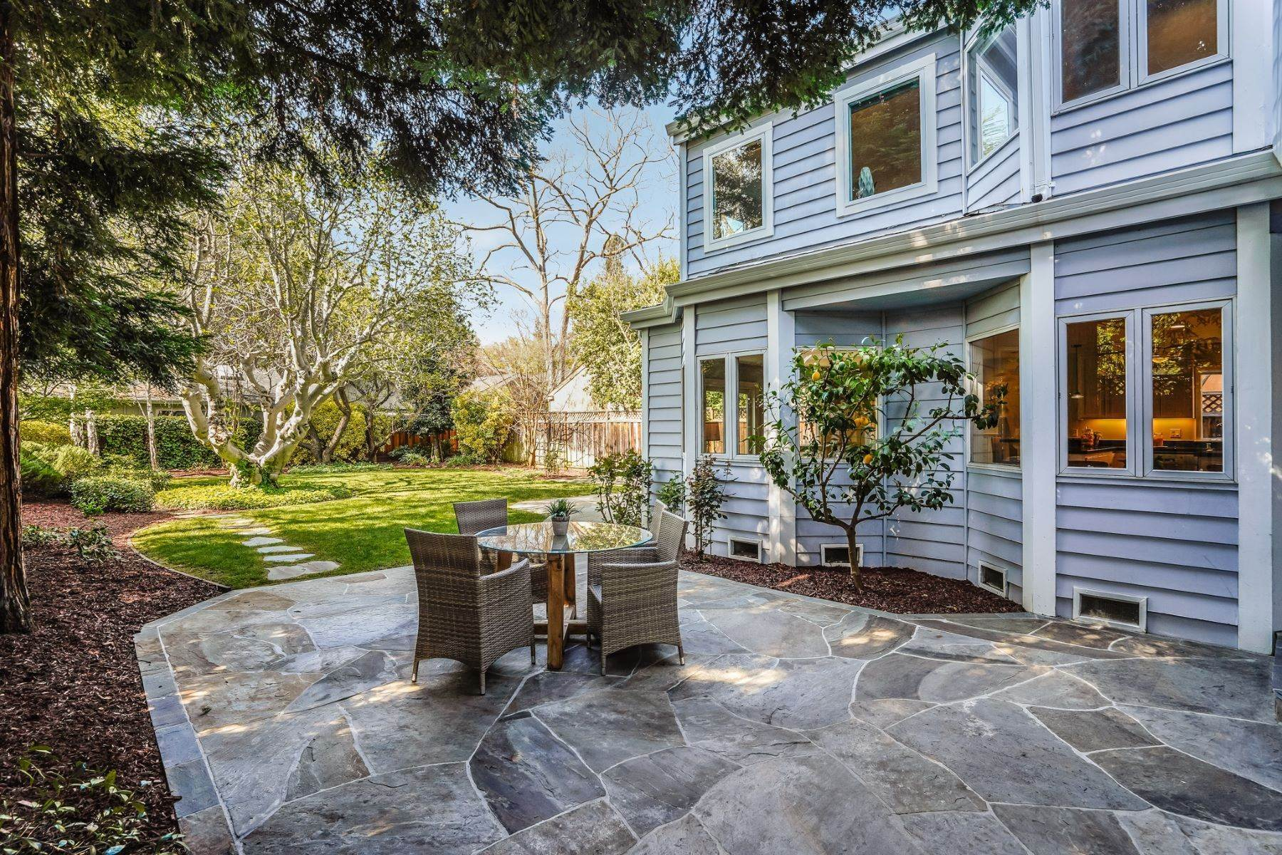43. Single Family Homes for Sale at Comfortable living in Allied Arts, Menlo Park 309 University Drive Menlo Park, California 94025 United States