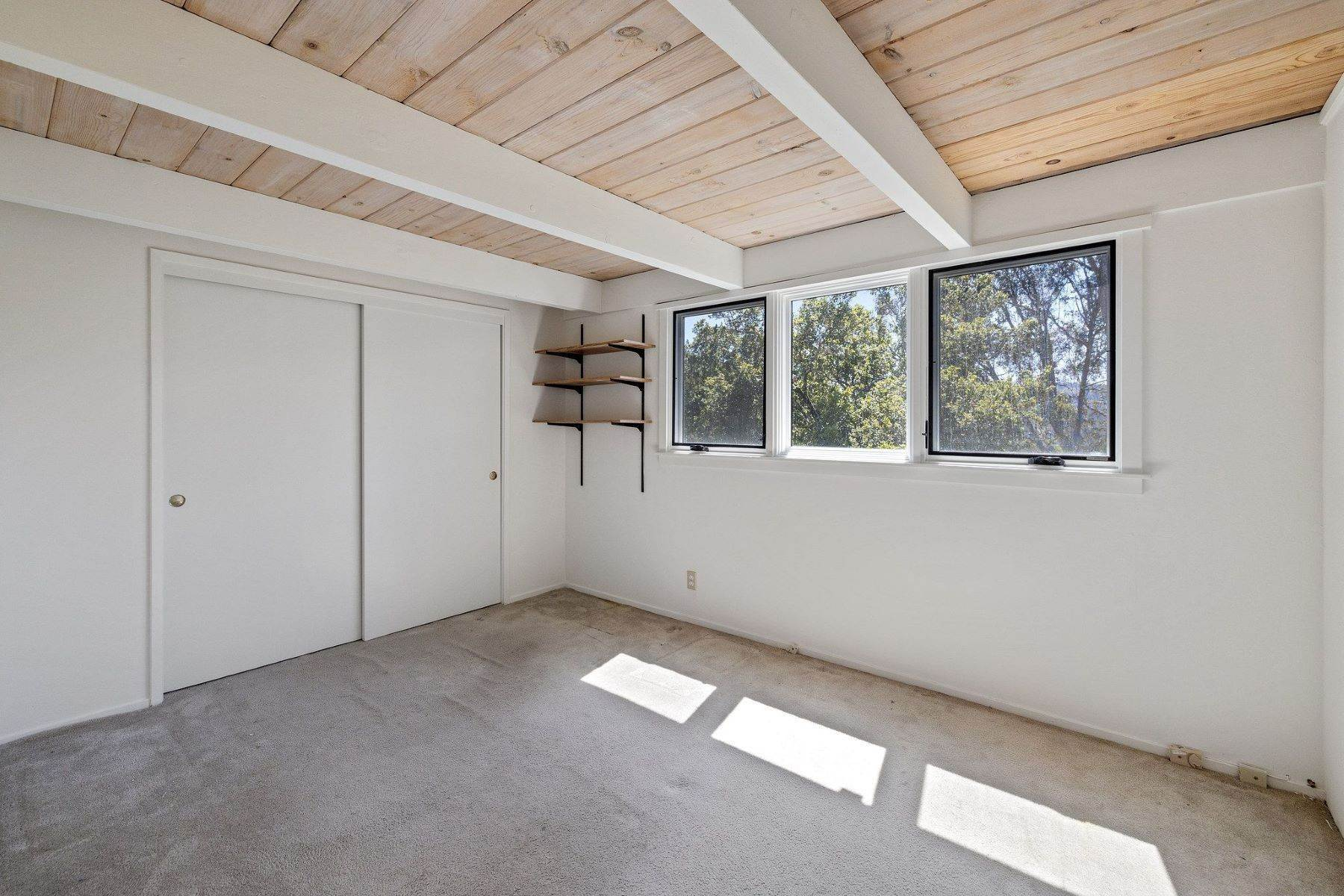 22. Single Family Homes for Sale at Adorable Fairfax Cottage 148 Ridgeway Avenue Fairfax, California 94930 United States