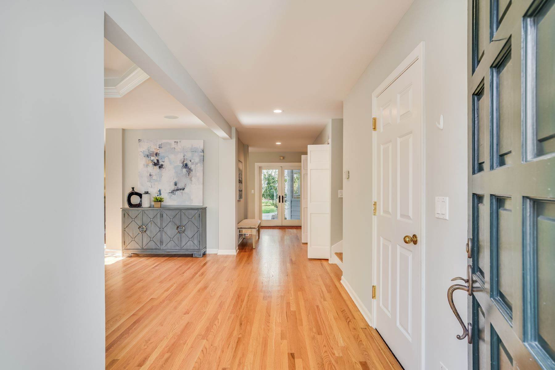 5. Single Family Homes for Sale at Comfortable living in Allied Arts, Menlo Park 309 University Drive Menlo Park, California 94025 United States
