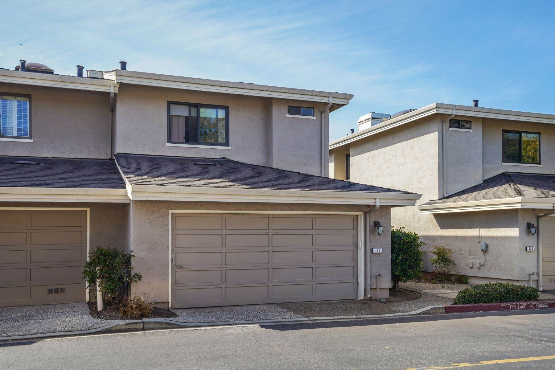 29. townhouses for Sale at Contemporary Townhome with Excellent Mid-Peninsula Location 126 Albacore Lane Foster City, California 94404 United States