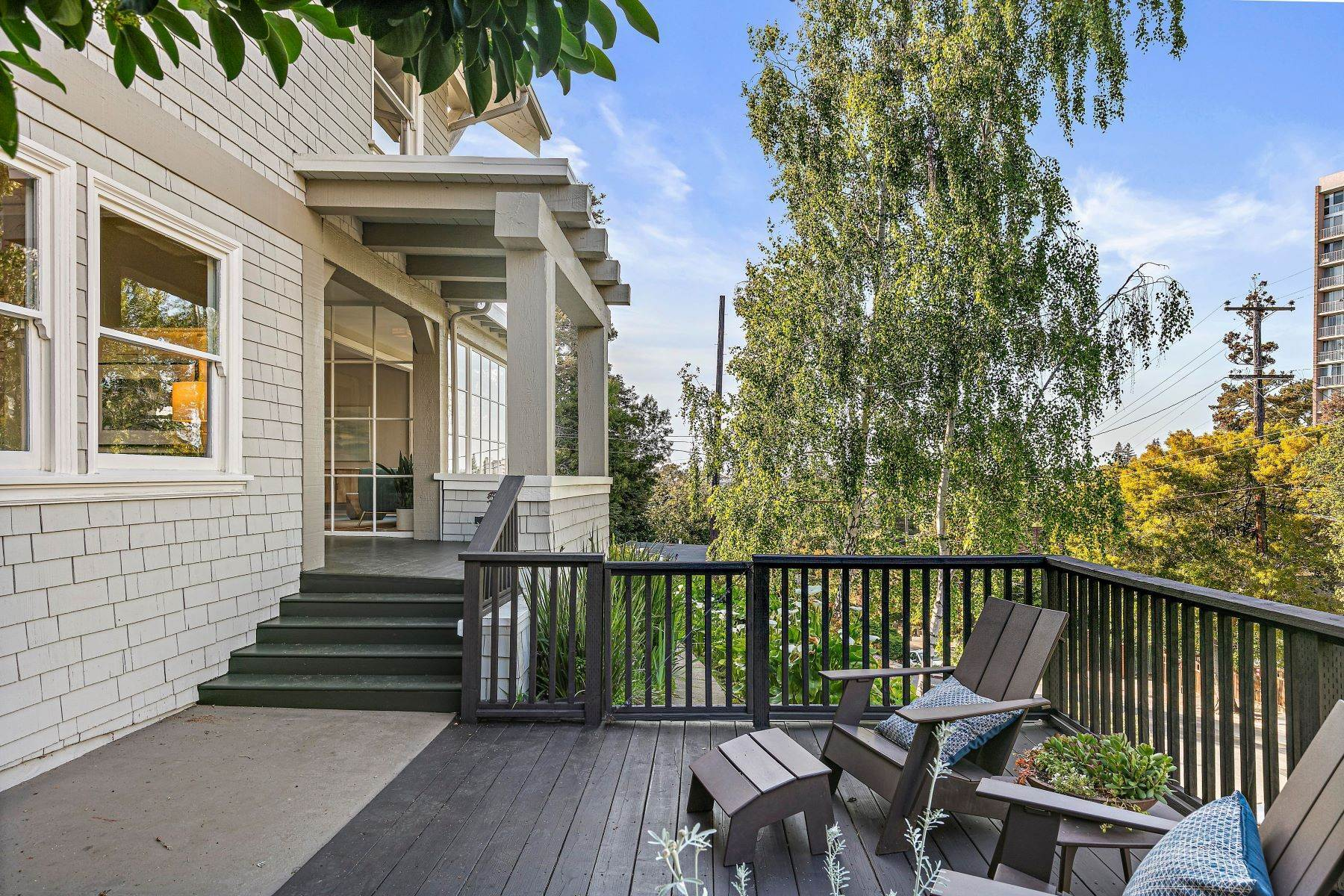 6. Single Family Homes for Sale at Grand Lake - Piedmont Avenue Gem 251 Monte Vista Avenue Oakland, California 94611 United States
