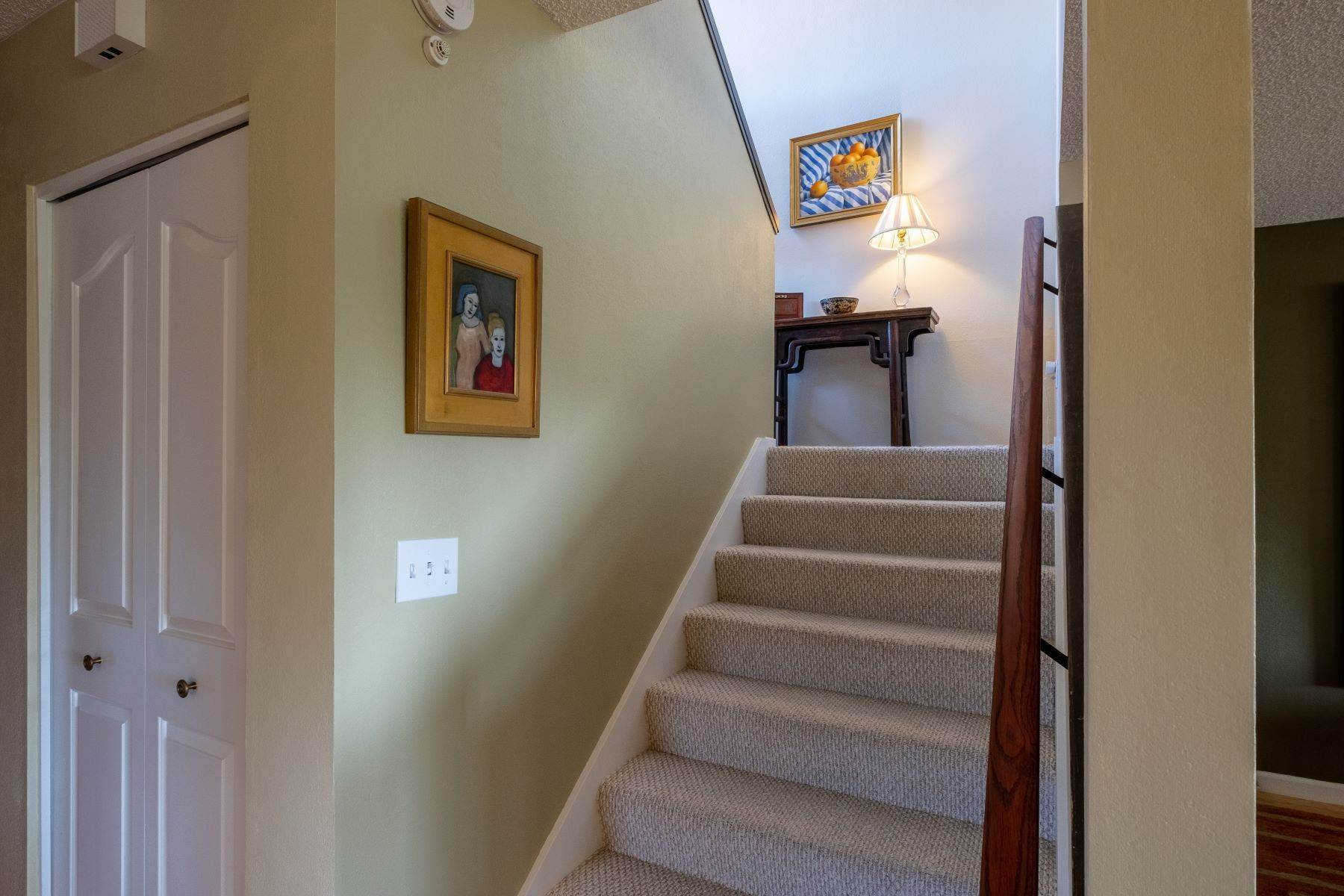 17. Condominiums for Sale at Luxury Townhome with Elevator 130 El Condor Court San Rafael, California 94903 United States