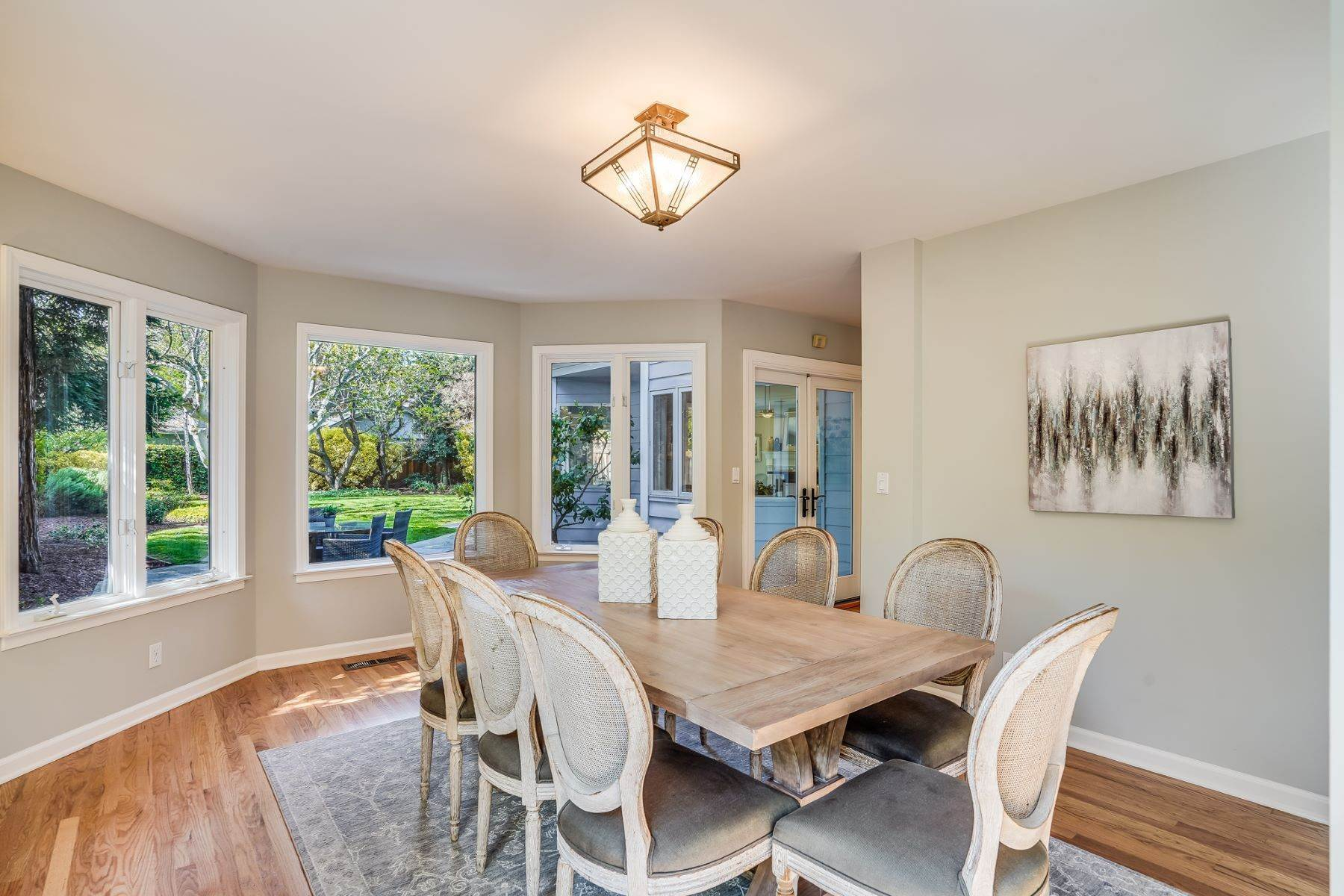 10. Single Family Homes for Sale at Comfortable living in Allied Arts, Menlo Park 309 University Drive Menlo Park, California 94025 United States