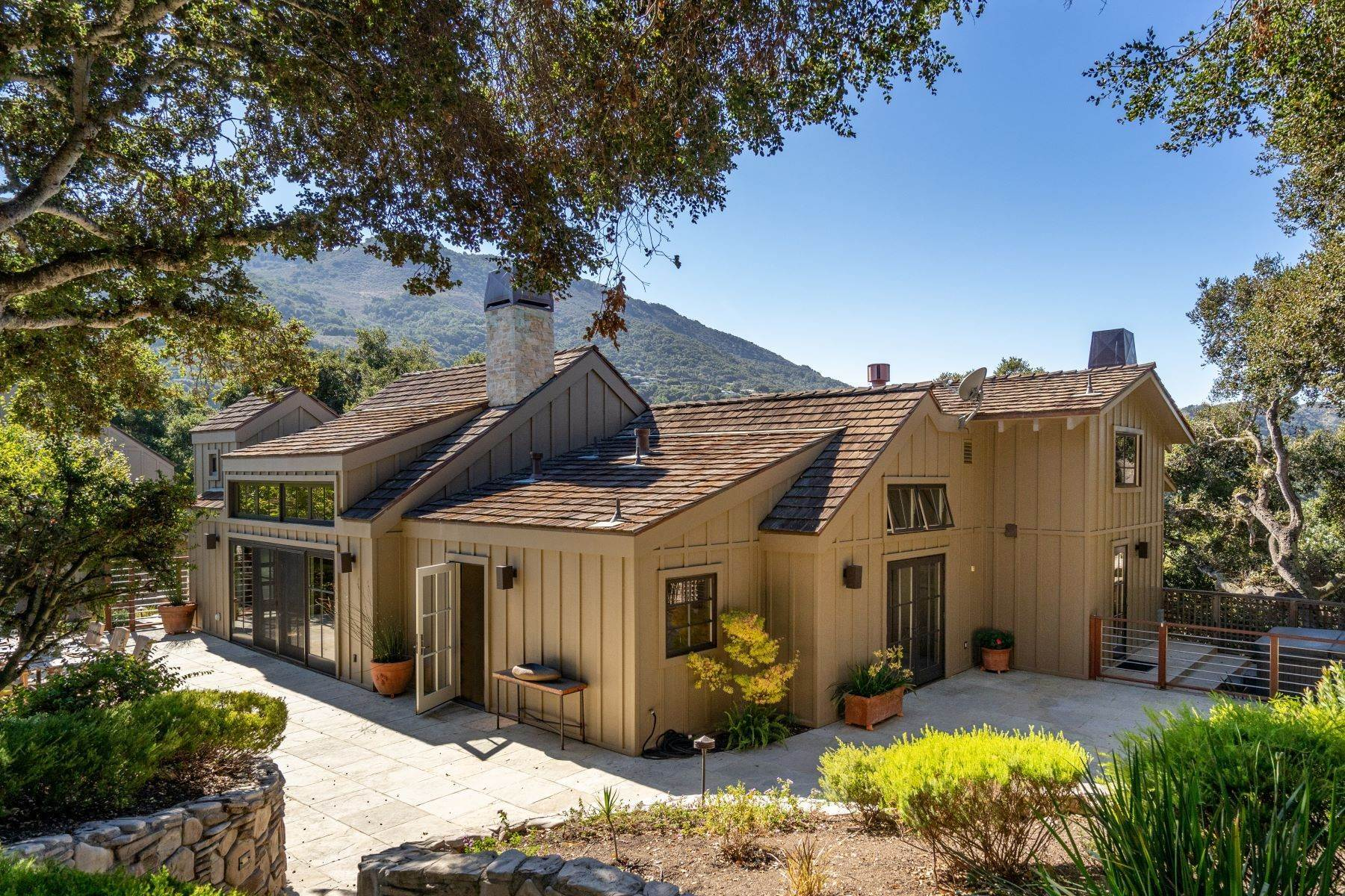 Single Family Homes のために 売買 アット Gorgeous Contemporary Custom Home 16 Scarlett Road Carmel Valley, カリフォルニア 93924 アメリカ